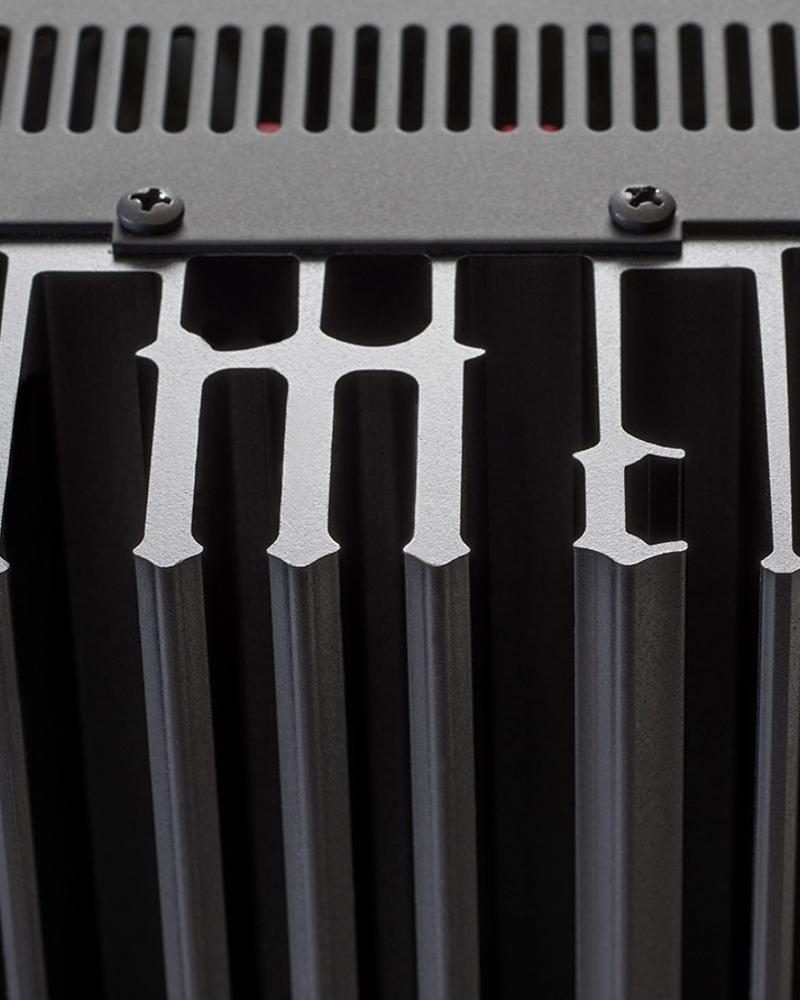 Ampli Intégré McIntosh MA9000 - Système de radiateurs monogramme